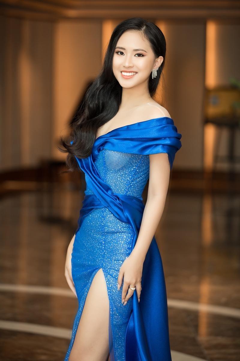 """""""Cuộc chiến"""" thảm đỏ siêu hot của Hoa hậu Đỗ Thị Hà, Lương Thùy Linh, Tiểu Vy, Đỗ Mỹ Linh ảnh 15"""