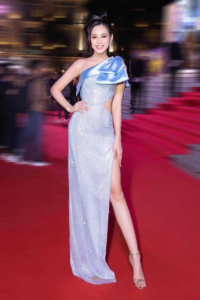 Cứ nghĩ Hoa hậu Đỗ Thị Hà chỉ yêu gam màu nóng nhưng khi lên đồ sắc lạnh cũng rất bắt mắt ảnh 1