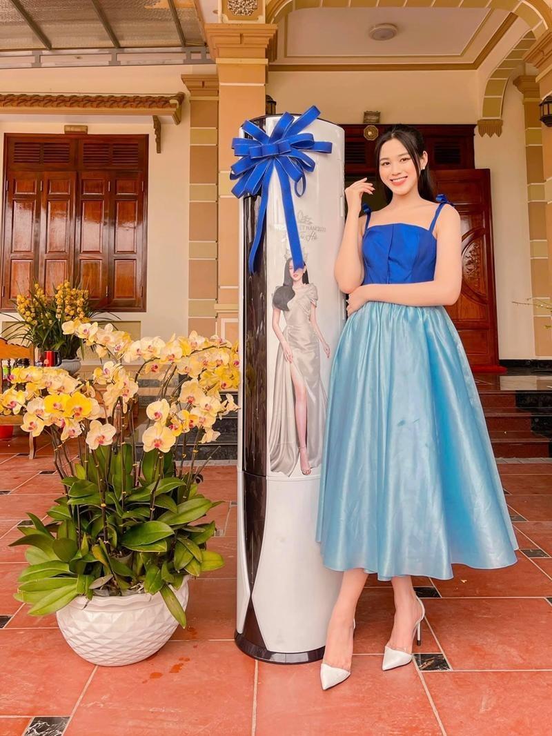 Cứ nghĩ Hoa hậu Đỗ Thị Hà chỉ yêu gam màu nóng nhưng khi lên đồ sắc lạnh cũng rất bắt mắt ảnh 7