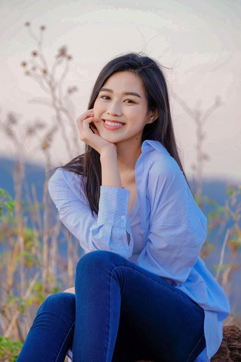 Cứ nghĩ Hoa hậu Đỗ Thị Hà chỉ yêu gam màu nóng nhưng khi lên đồ sắc lạnh cũng rất bắt mắt ảnh 8