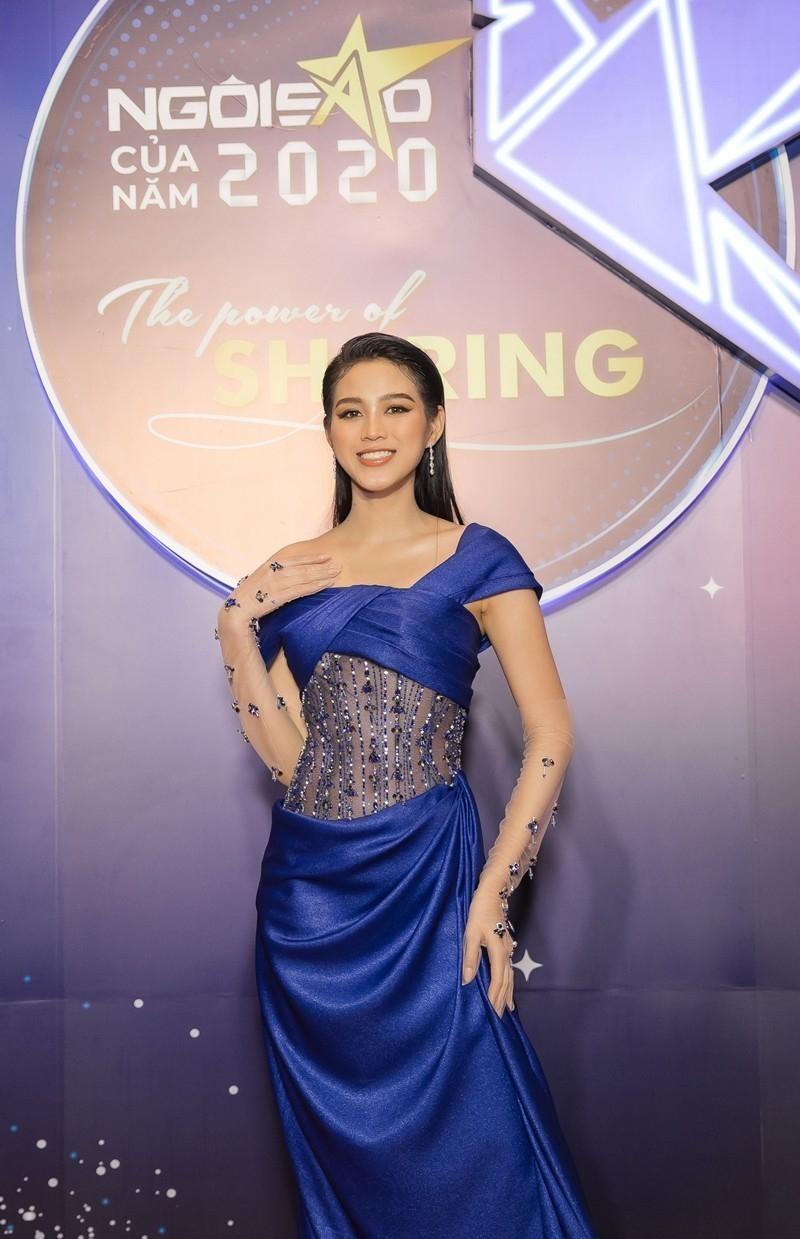 Cứ nghĩ Hoa hậu Đỗ Thị Hà chỉ yêu gam màu nóng nhưng khi lên đồ sắc lạnh cũng rất bắt mắt ảnh 3