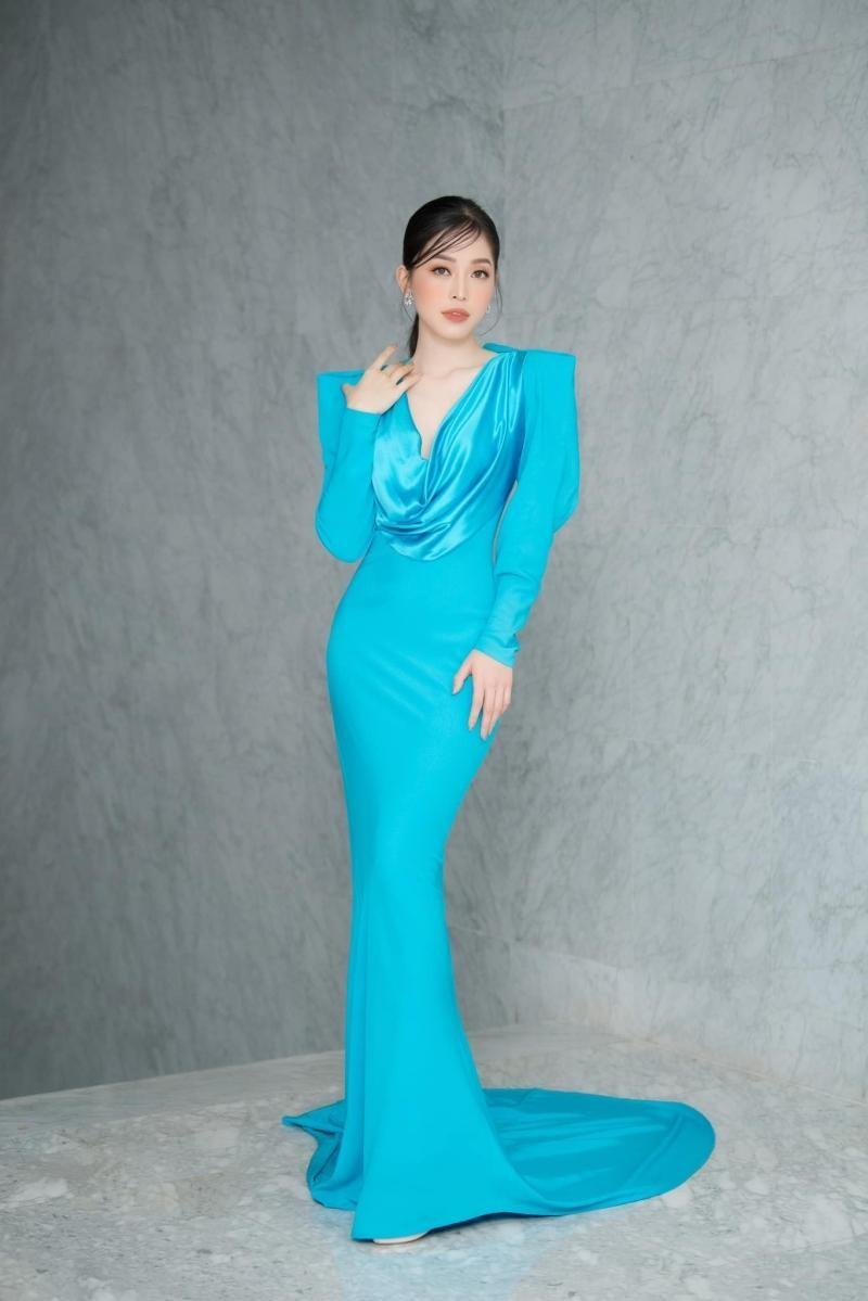 Hoa hậu Đỗ Thị Hà đổi kiểu váy mới, không khoe chân mà nhìn vẫn cảm giác chân dài miên man ảnh 7