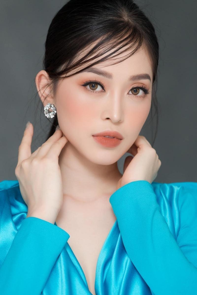 Hoa hậu Đỗ Thị Hà đổi kiểu váy mới, không khoe chân mà nhìn vẫn cảm giác chân dài miên man ảnh 8