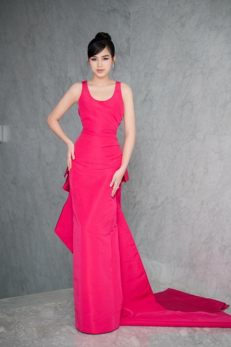 Hoa hậu Đỗ Thị Hà đổi kiểu váy mới, không khoe chân mà nhìn vẫn cảm giác chân dài miên man ảnh 4