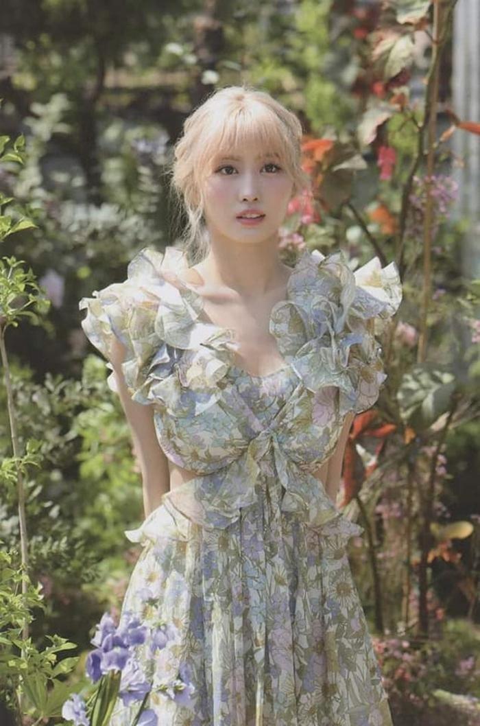 Ngọc Trinh xinh như công chúa, nhưng lại khiến liên tưởng đến Momo TWICE và Rosé BLACKPINK ảnh 5
