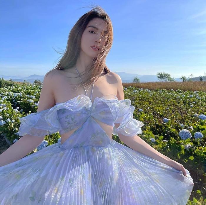 Ngọc Trinh xinh như công chúa, nhưng lại khiến liên tưởng đến Momo TWICE và Rosé BLACKPINK ảnh 1