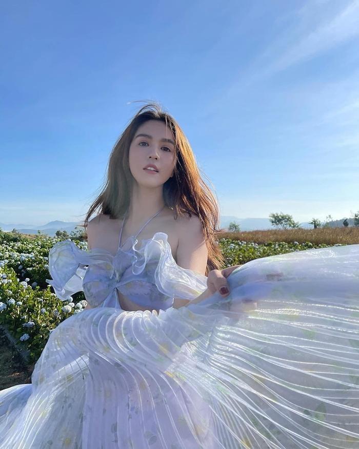 Ngọc Trinh xinh như công chúa, nhưng lại khiến liên tưởng đến Momo TWICE và Rosé BLACKPINK ảnh 2