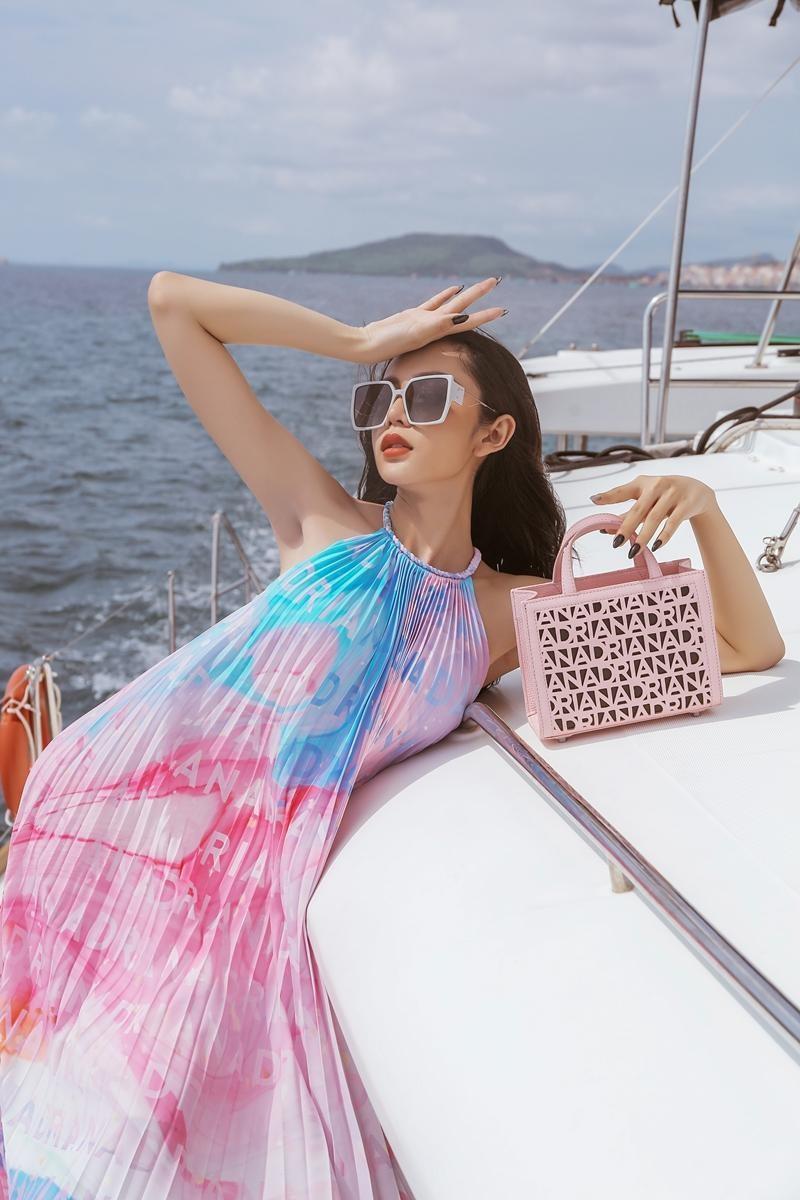 Hoa hậu chuyển giới Trân Đài cùng 2 Á hậu gợi ý trang phục đi biển đầy quyến rũ ảnh 3
