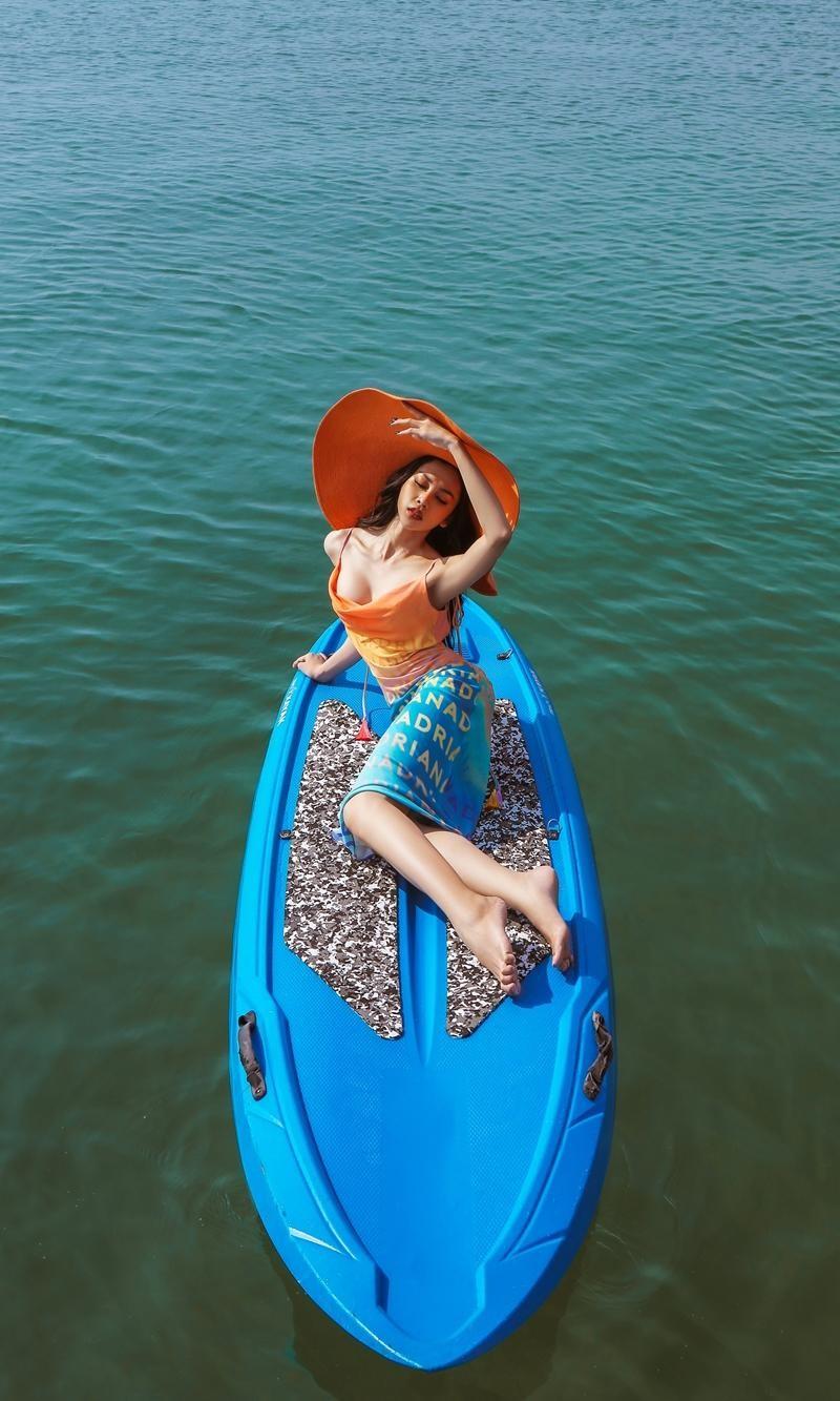 Hoa hậu chuyển giới Trân Đài cùng 2 Á hậu gợi ý trang phục đi biển đầy quyến rũ ảnh 8