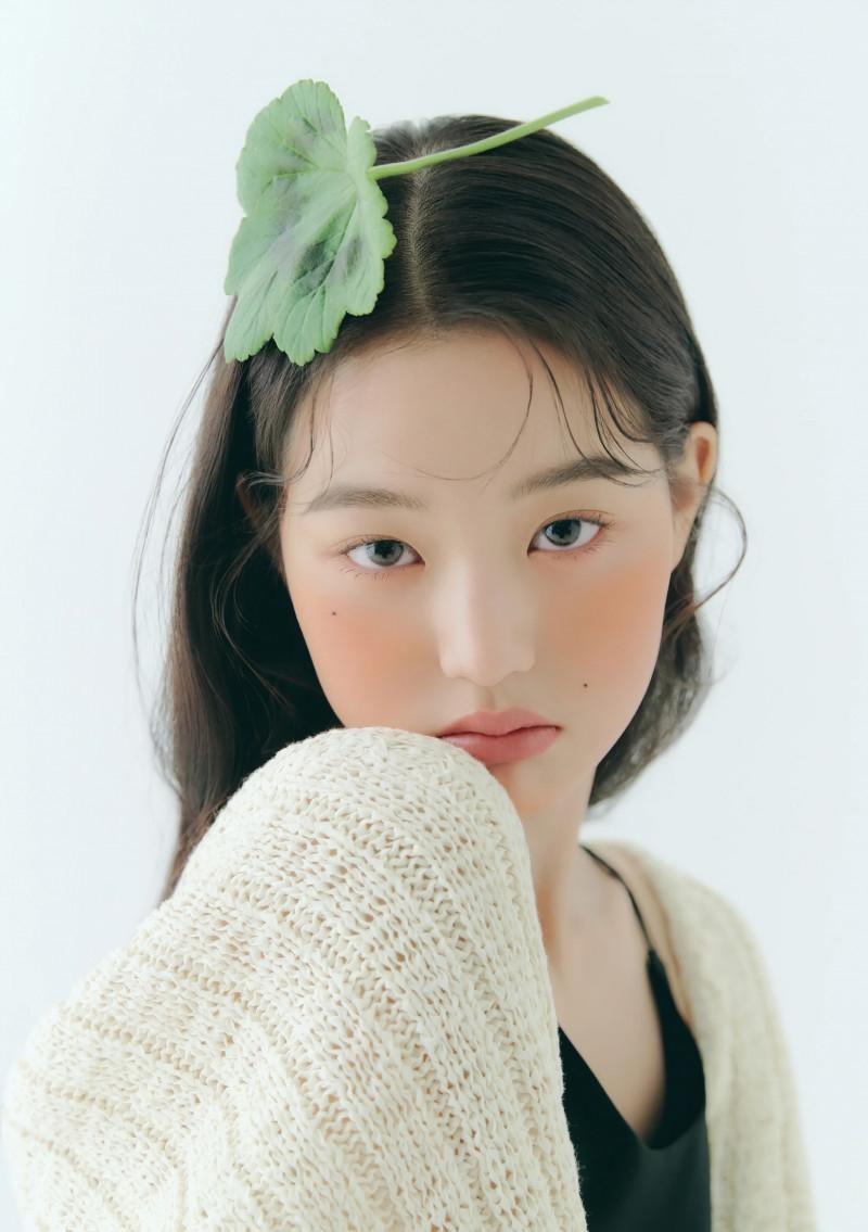 """Chụp ảnh beauty """"sang-xịn-mịn"""" như Jang Won Young, một mình độc chiếm gần 20 trang tạp chí ảnh 3"""