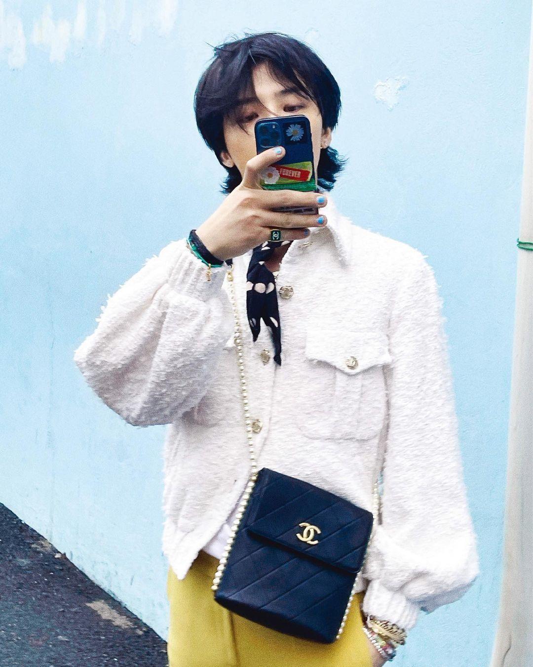 """Xứng danh """"Ông hoàng K-Pop"""", G-Dragon lên bìa tạp chí với 8 phiên bản và phủ kín 58 trang ảnh 10"""