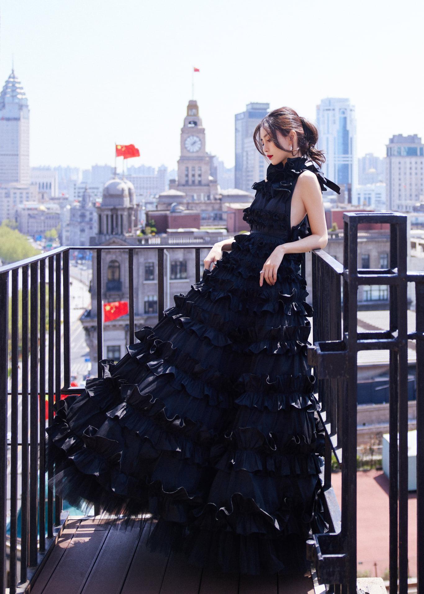 Angela Baby gây thất vọng vì diện đồ Haute Couture trên thảm đỏ khác xa ảnh chụp studio ảnh 5