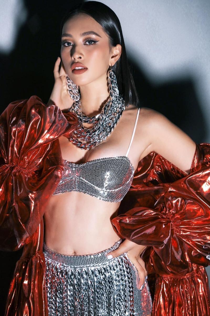 Hoa hậu Tiểu Vy tiết lộ thời gian tập gym hằng ngày, bảo sao body đẹp như siêu mẫu thế này ảnh 2