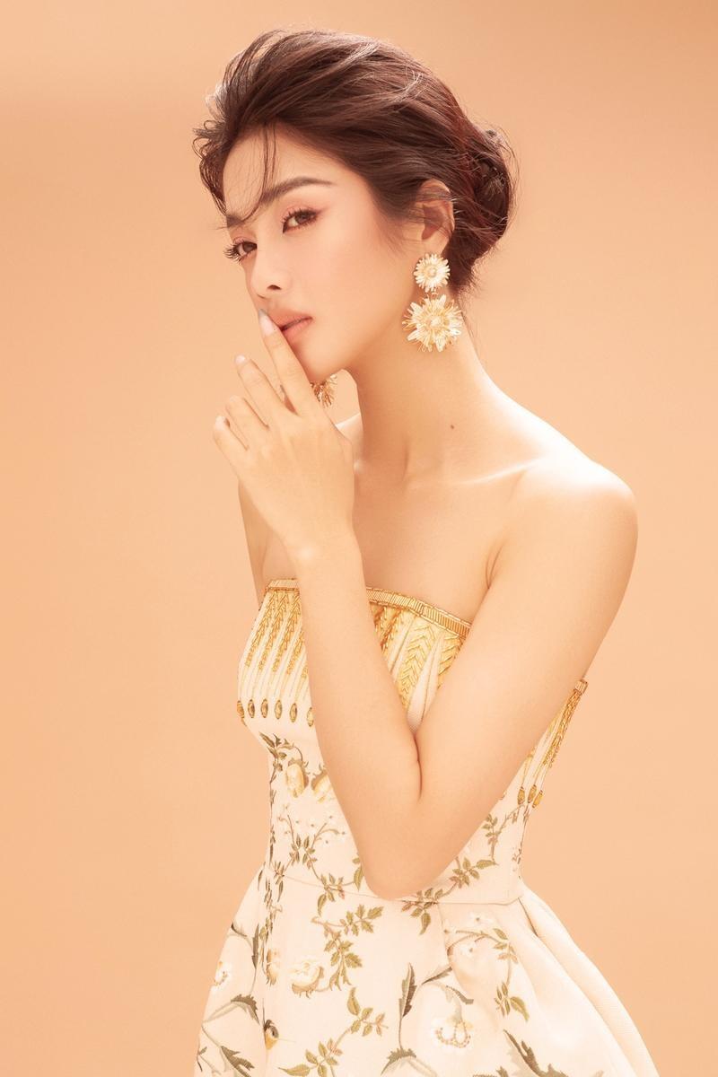 """Ngắm """"nàng Kiều"""" Mỹ Duyên, cô gái có sắc vóc không thua bất kỳ mỹ nhân nào ở showbiz Việt ảnh 2"""