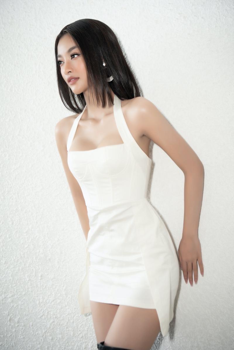 Hoa hậu Tiểu Vy, Lương Thùy Linh đích thân thị phạm catwalk cho các bạn sinh viên ảnh 5