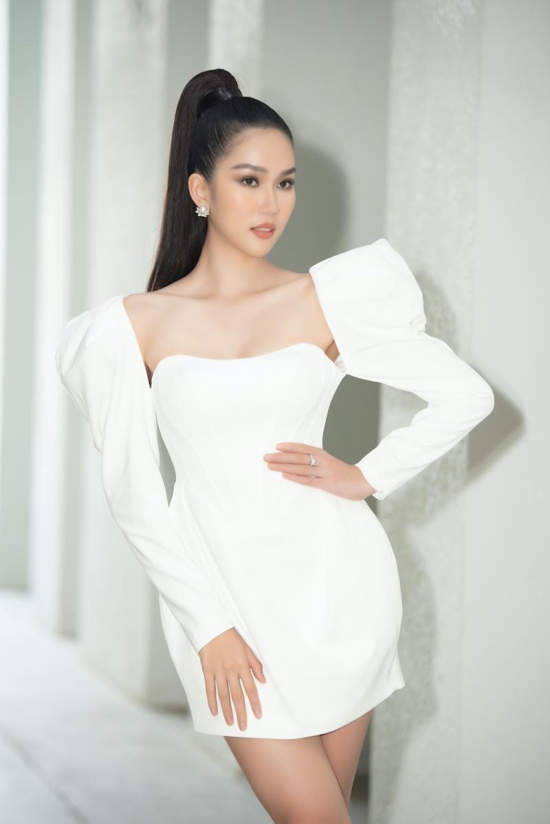 Hoa hậu Tiểu Vy, Lương Thùy Linh đích thân thị phạm catwalk cho các bạn sinh viên ảnh 8