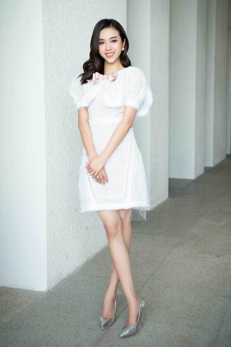 Hoa hậu Tiểu Vy, Lương Thùy Linh đích thân thị phạm catwalk cho các bạn sinh viên ảnh 6