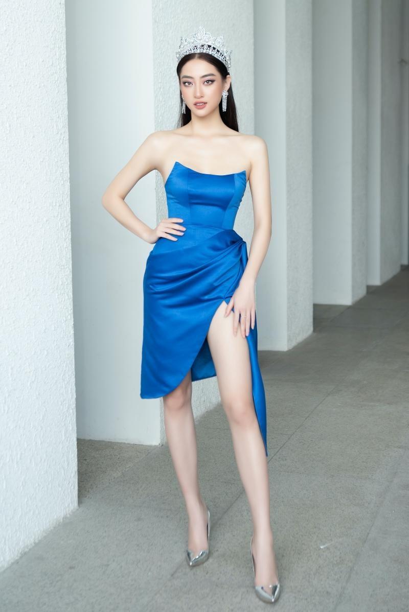 Hoa hậu Tiểu Vy, Lương Thùy Linh đích thân thị phạm catwalk cho các bạn sinh viên ảnh 3