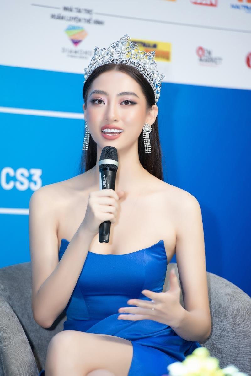 Hoa hậu Tiểu Vy, Lương Thùy Linh đích thân thị phạm catwalk cho các bạn sinh viên ảnh 2