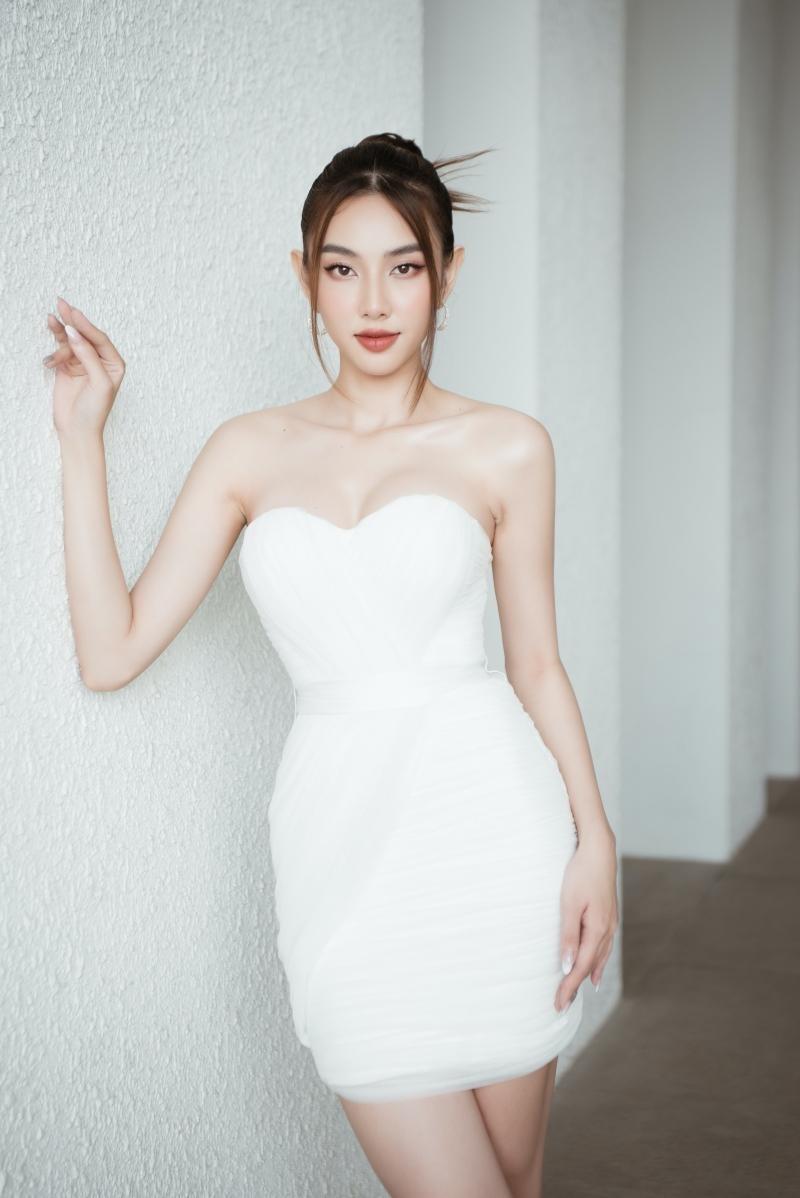 Hoa hậu Tiểu Vy, Lương Thùy Linh đích thân thị phạm catwalk cho các bạn sinh viên ảnh 7