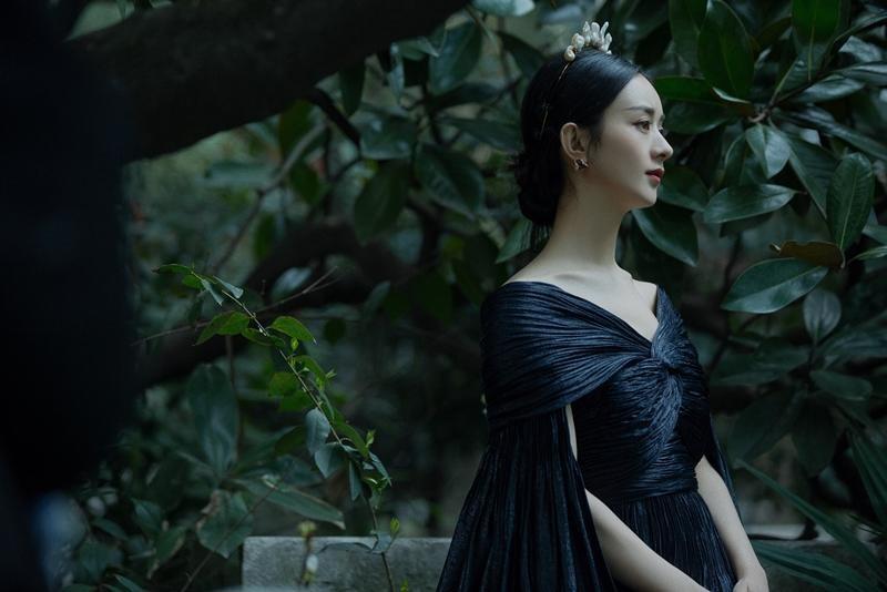 Triệu Lệ Dĩnh được Dior đẩy lên bìa tạp chí lớn, netizen liên tục nhắc tên đại sứ Jisoo ảnh 13