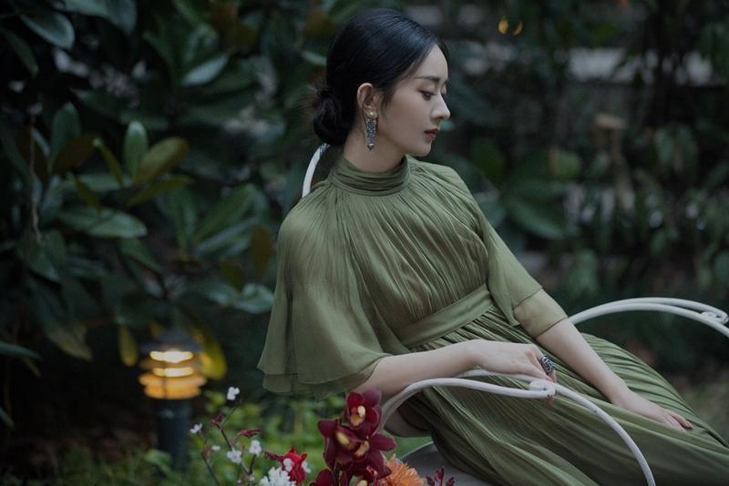 Triệu Lệ Dĩnh được Dior đẩy lên bìa tạp chí lớn, netizen liên tục nhắc tên đại sứ Jisoo ảnh 6