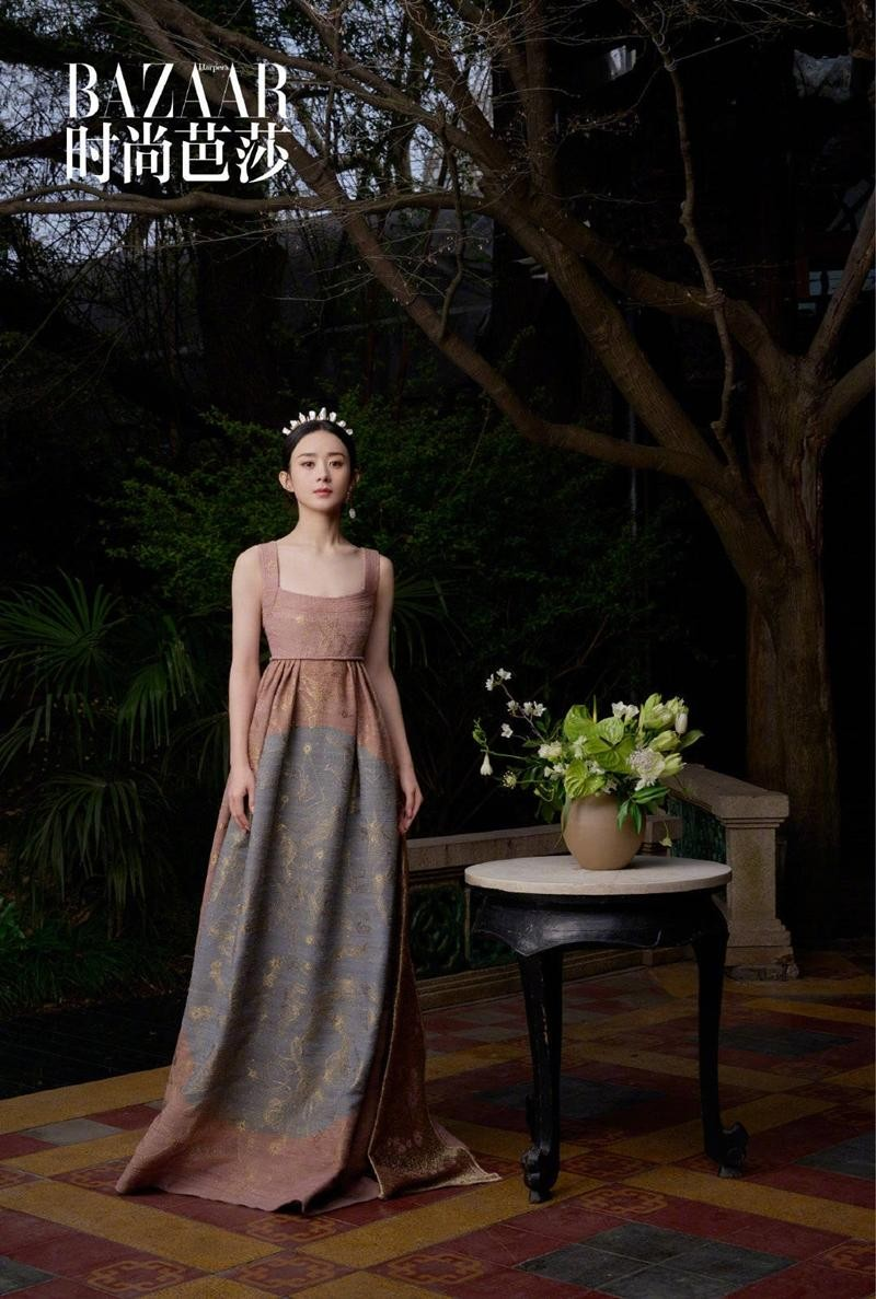 Triệu Lệ Dĩnh được Dior đẩy lên bìa tạp chí lớn, netizen liên tục nhắc tên đại sứ Jisoo ảnh 5