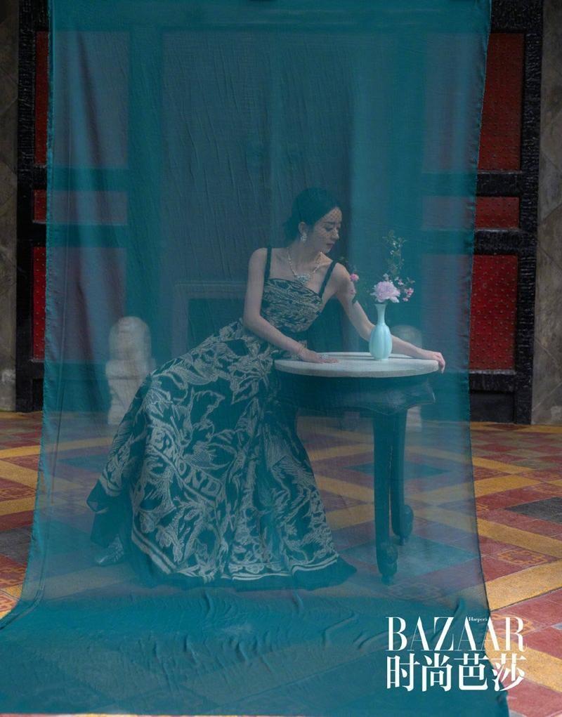 Triệu Lệ Dĩnh được Dior đẩy lên bìa tạp chí lớn, netizen liên tục nhắc tên đại sứ Jisoo ảnh 9