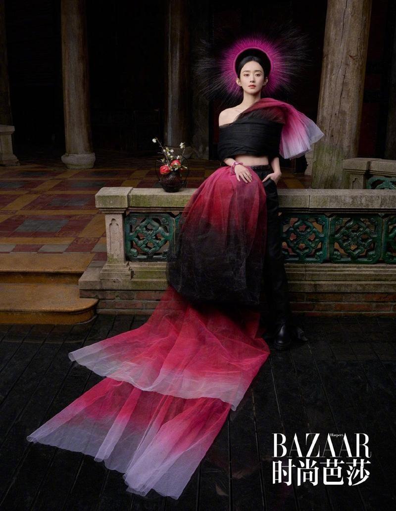 Triệu Lệ Dĩnh được Dior đẩy lên bìa tạp chí lớn, netizen liên tục nhắc tên đại sứ Jisoo ảnh 12