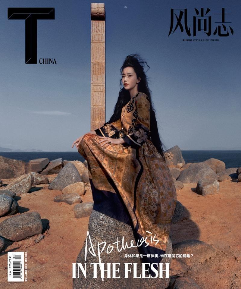 """Angela Baby tiếp tục càn quét bìa tạp chí, lần này concept không khác gì """"phù thủy hắc ám"""" ảnh 1"""