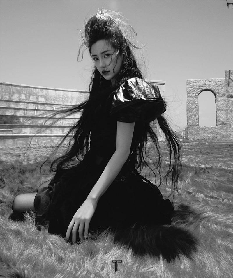 """Angela Baby tiếp tục càn quét bìa tạp chí, lần này concept không khác gì """"phù thủy hắc ám"""" ảnh 3"""