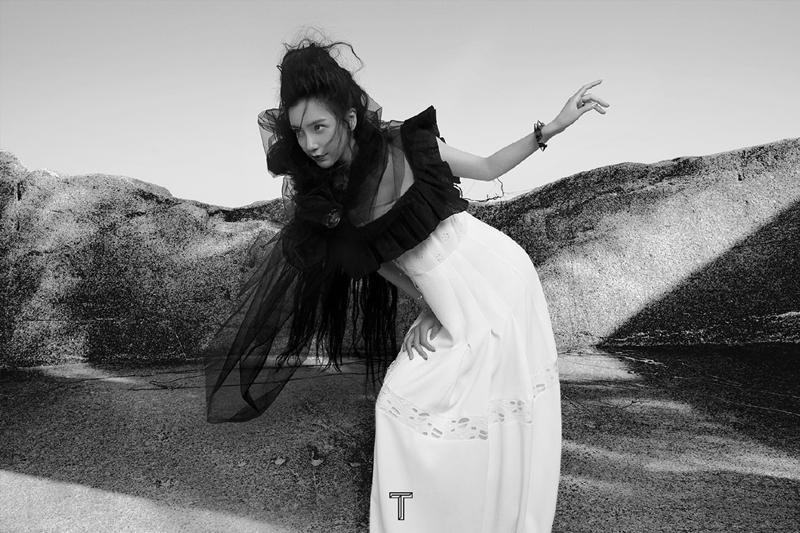 """Angela Baby tiếp tục càn quét bìa tạp chí, lần này concept không khác gì """"phù thủy hắc ám"""" ảnh 5"""