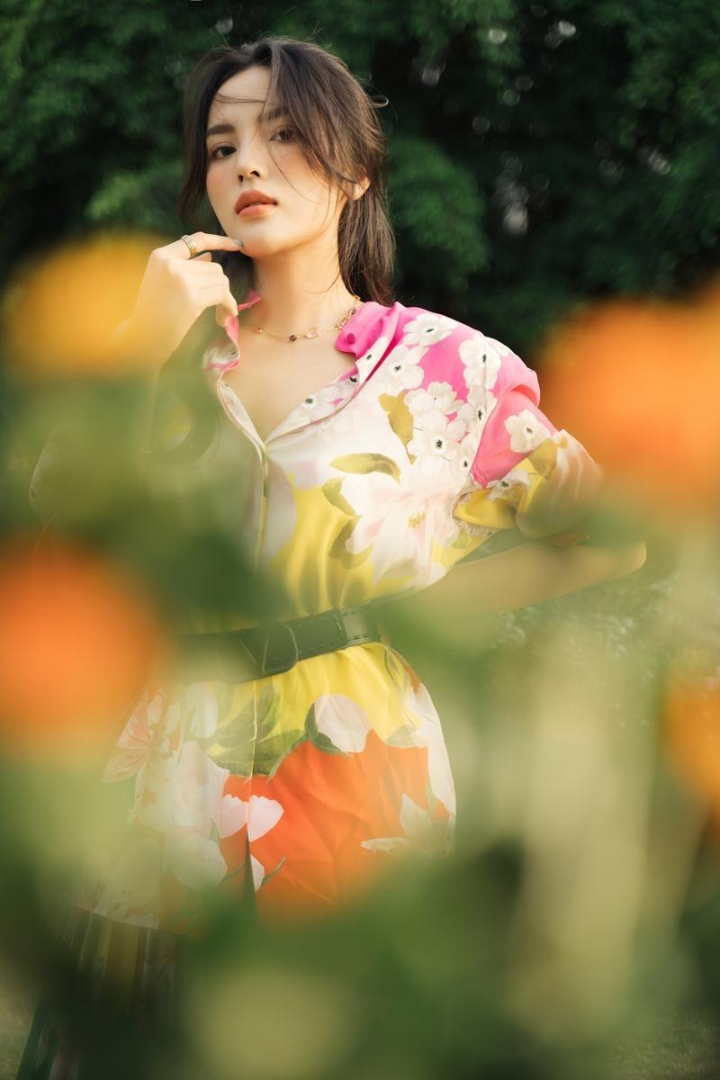 Lâu lắm rồi mới thấy Hoa hậu Kỳ Duyên dịu dàng đến thế, xinh đẹp tựa nàng thơ ảnh 2