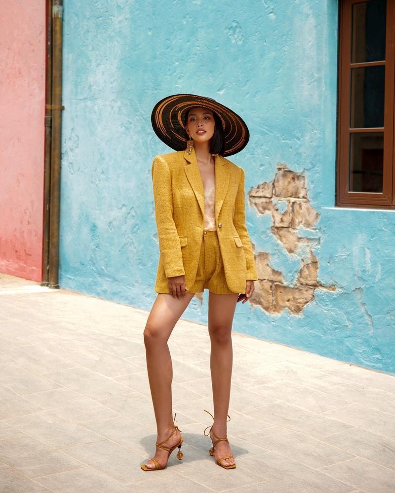 """Hoa hậu Tiểu Vy khoe """"đường cong nữ thần"""" với bộ ảnh thời trang chào Hè đẹp ngất ngây ảnh 3"""