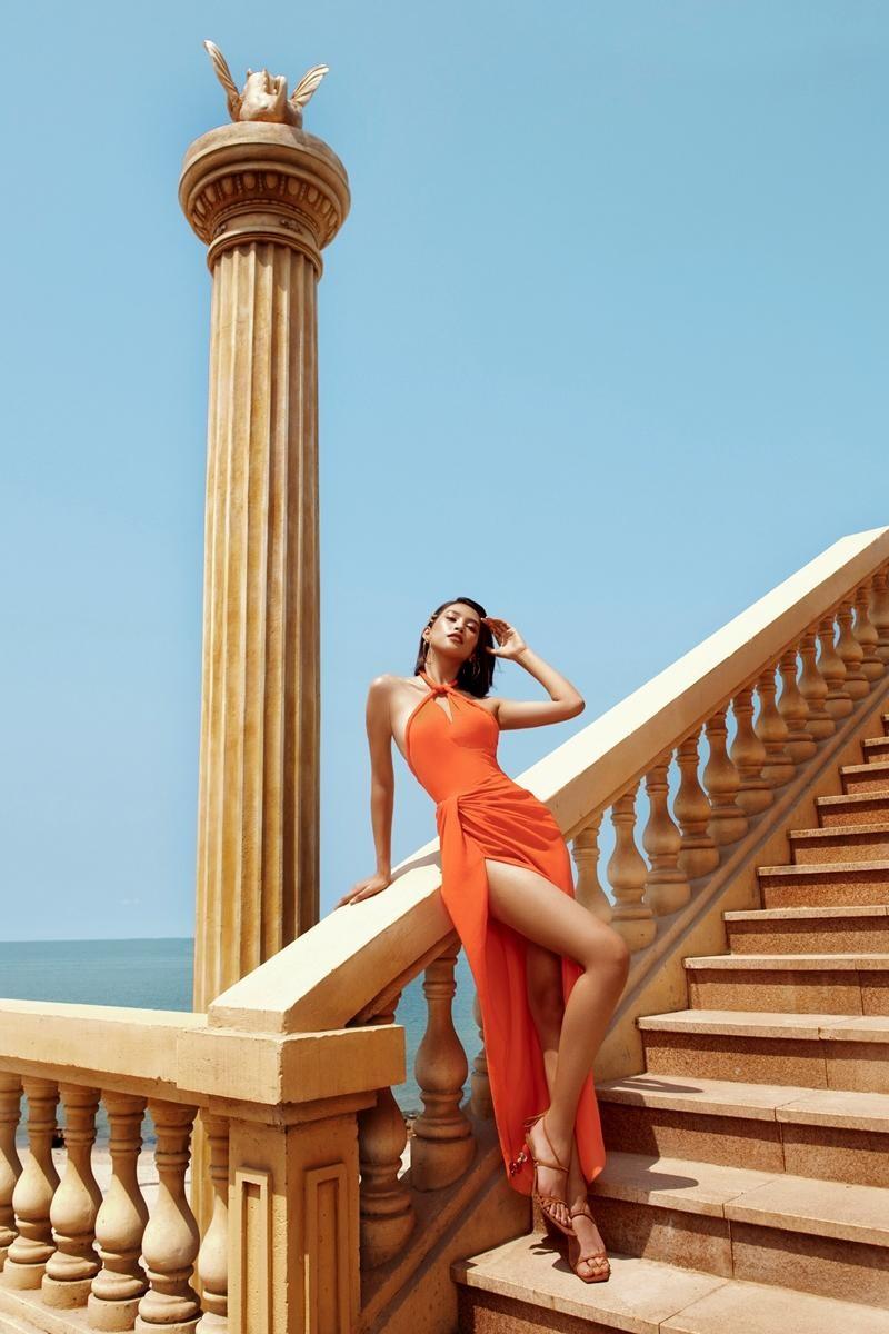 """Hoa hậu Tiểu Vy khoe """"đường cong nữ thần"""" với bộ ảnh thời trang chào Hè đẹp ngất ngây ảnh 7"""