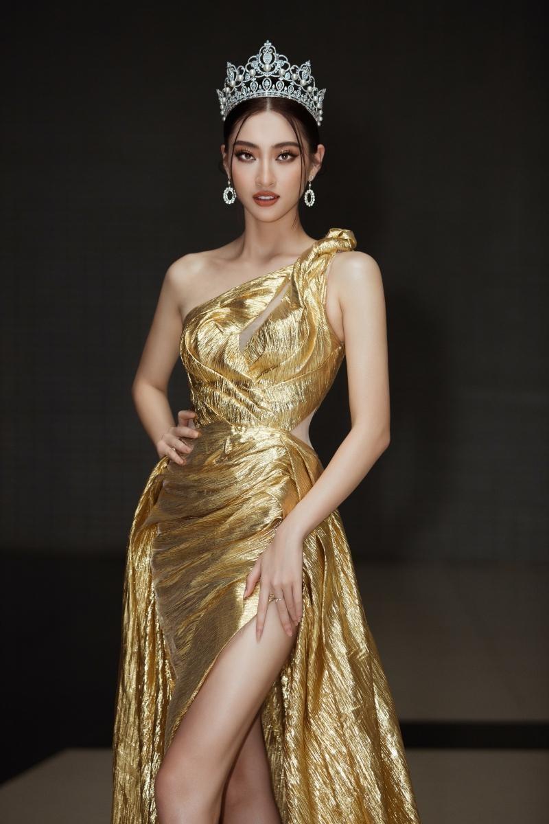"""Hoa hậu Lương Thùy Linh khoe visual chuẩn """"nữ thần"""", chiêu mộ không ít thí sinh Miss World ảnh 2"""