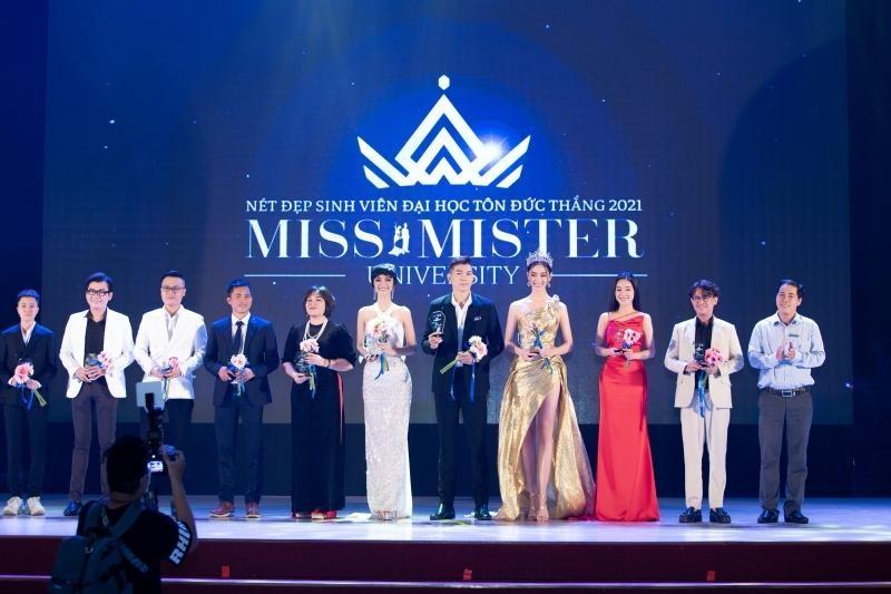 """Hoa hậu Lương Thùy Linh khoe visual chuẩn """"nữ thần"""", chiêu mộ không ít thí sinh Miss World ảnh 7"""