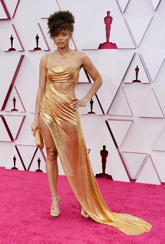 Thảm đỏ Oscar 2021: Bữa tiệc thời trang rực rỡ, công chúa Disney Zendaya chiếm spotlight ảnh 10