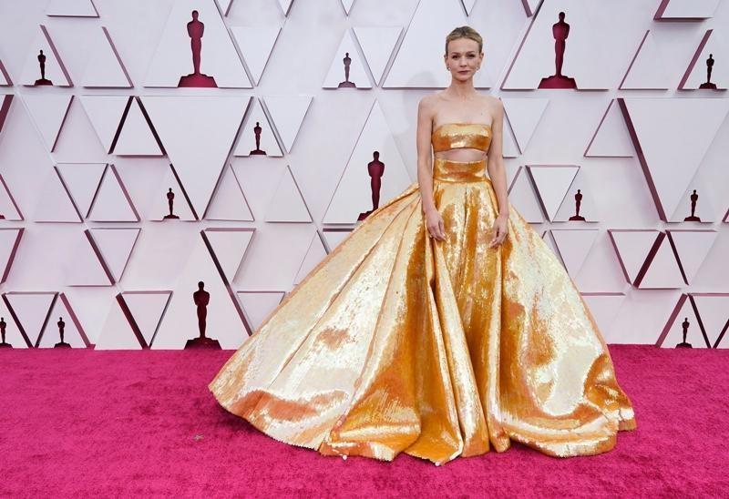 Thảm đỏ Oscar 2021: Bữa tiệc thời trang rực rỡ, công chúa Disney Zendaya chiếm spotlight ảnh 5