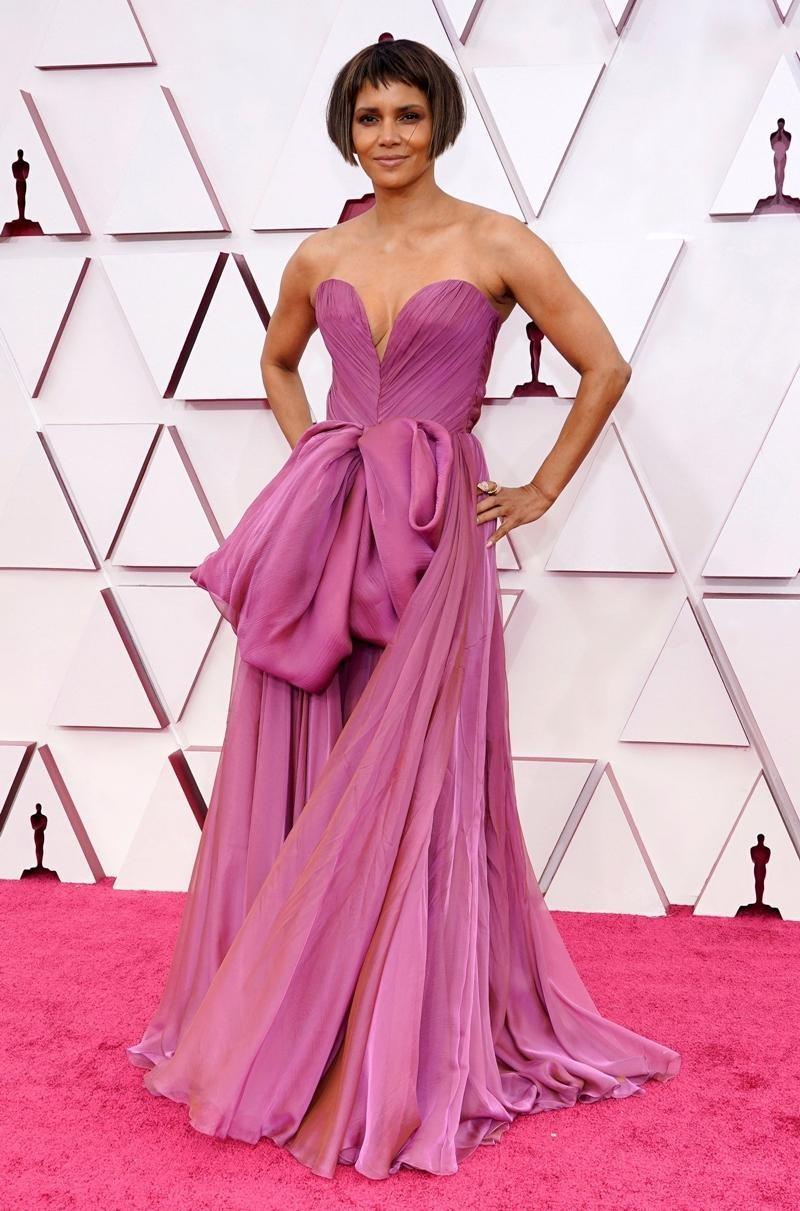 Thảm đỏ Oscar 2021: Bữa tiệc thời trang rực rỡ, công chúa Disney Zendaya chiếm spotlight ảnh 6