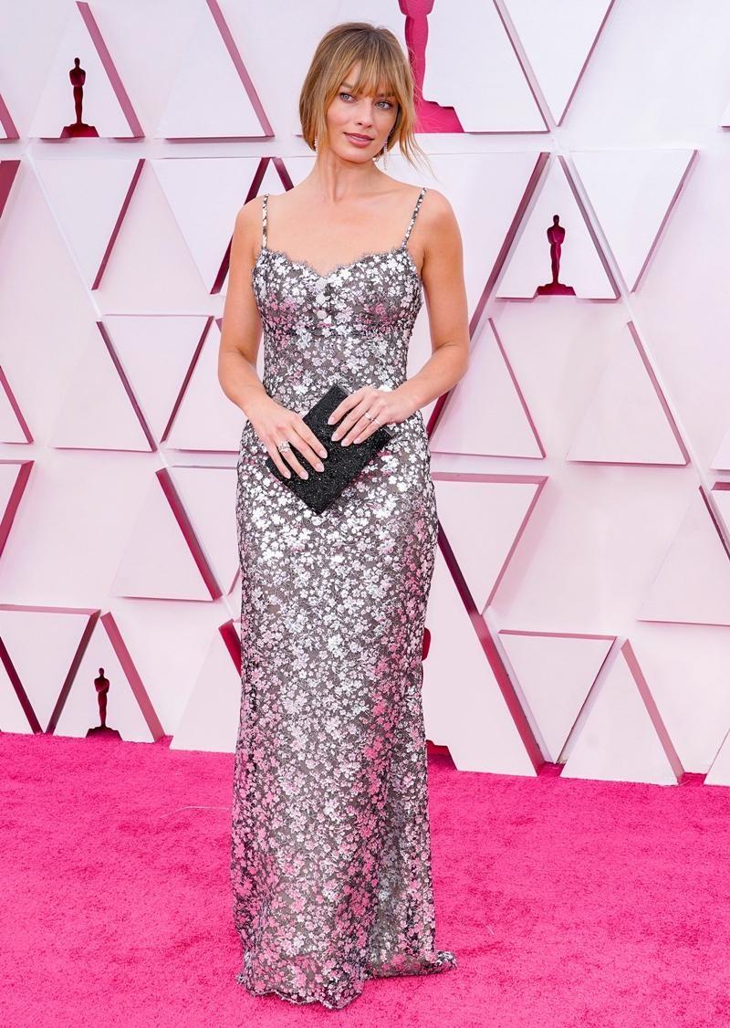 Thảm đỏ Oscar 2021: Bữa tiệc thời trang rực rỡ, công chúa Disney Zendaya chiếm spotlight ảnh 8
