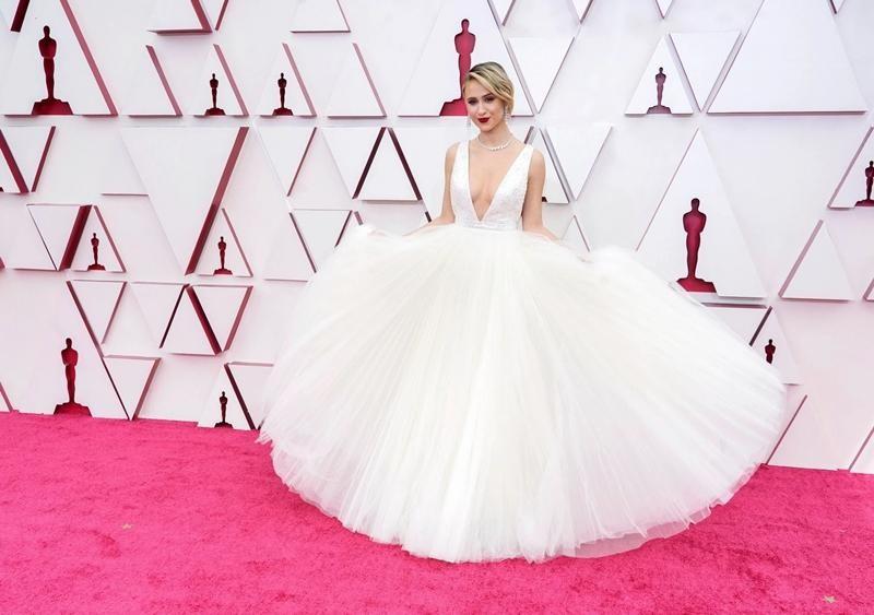 Thảm đỏ Oscar 2021: Bữa tiệc thời trang rực rỡ, công chúa Disney Zendaya chiếm spotlight ảnh 12