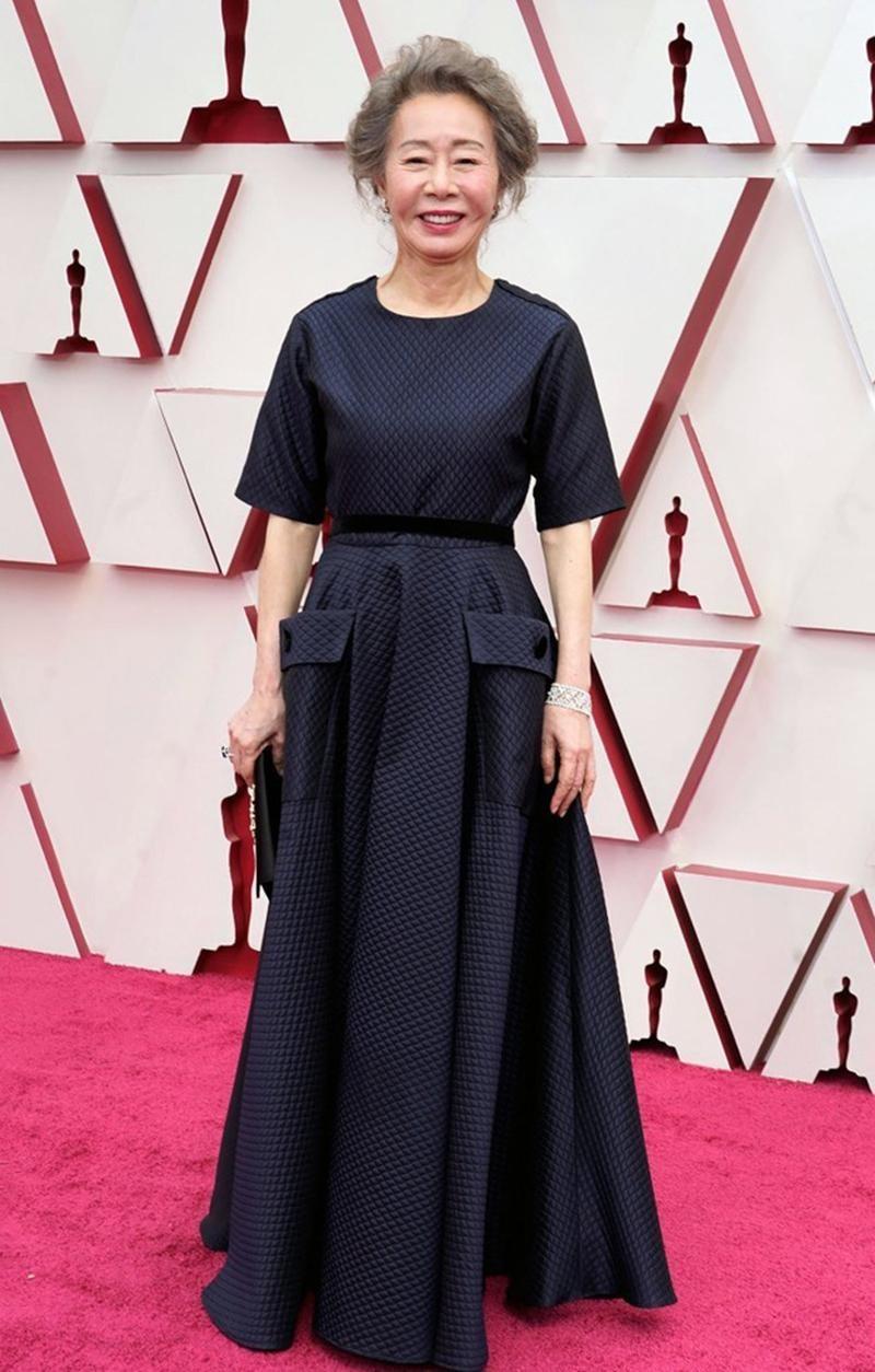Thảm đỏ Oscar 2021: Bữa tiệc thời trang rực rỡ, công chúa Disney Zendaya chiếm spotlight ảnh 14