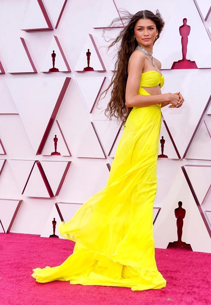 Thảm đỏ Oscar 2021: Bữa tiệc thời trang rực rỡ, công chúa Disney Zendaya chiếm spotlight ảnh 1