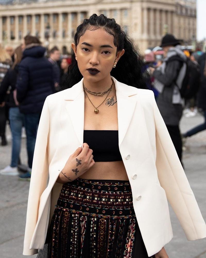 Cùng mặc áo Dior, Khánh Linh và Châu Bùi mix đồ cao tay hơn đại sứ thương hiệu Jisoo ảnh 5
