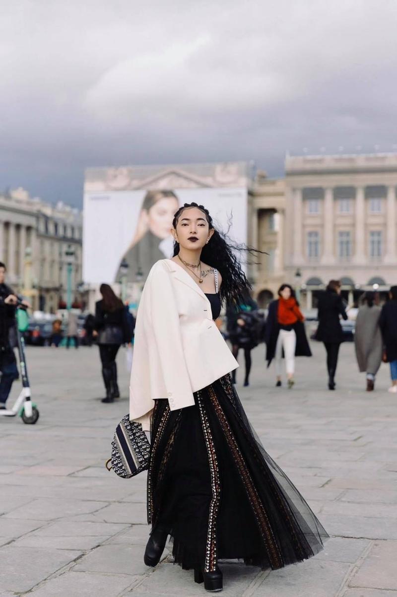 Cùng mặc áo Dior, Khánh Linh và Châu Bùi mix đồ cao tay hơn đại sứ thương hiệu Jisoo ảnh 4