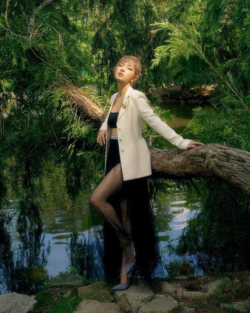 Cùng mặc áo Dior, Khánh Linh và Châu Bùi mix đồ cao tay hơn đại sứ thương hiệu Jisoo ảnh 7