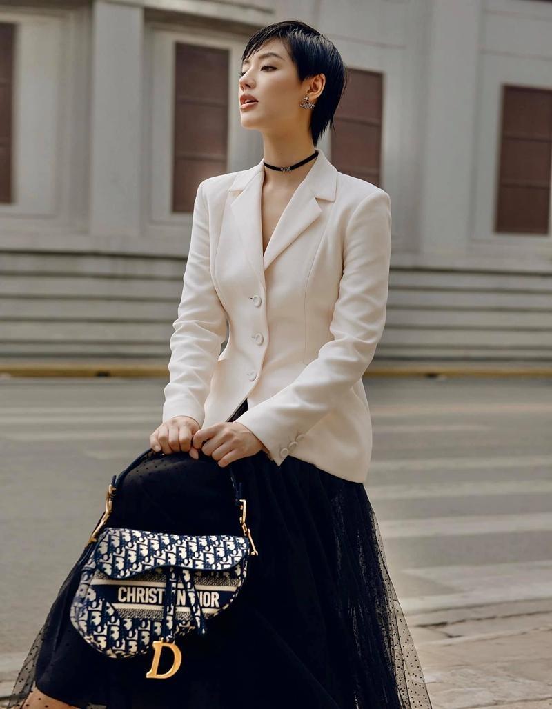Cùng mặc áo Dior, Khánh Linh và Châu Bùi mix đồ cao tay hơn đại sứ thương hiệu Jisoo ảnh 9