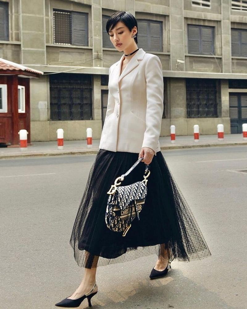 Cùng mặc áo Dior, Khánh Linh và Châu Bùi mix đồ cao tay hơn đại sứ thương hiệu Jisoo ảnh 8