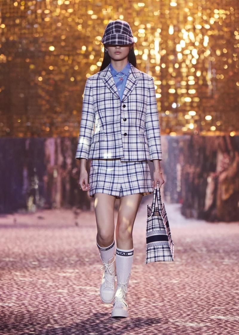 Dior tiếp tục tiết lộ các thiết kế lấy cảm hứng từ Jisoo, netizen tấm tắc khen chuẩn ảnh 5